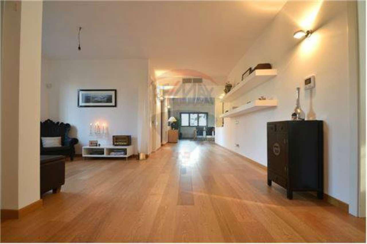 Villa in vendita a Legnano, 10 locali, prezzo € 790.000 | CambioCasa.it