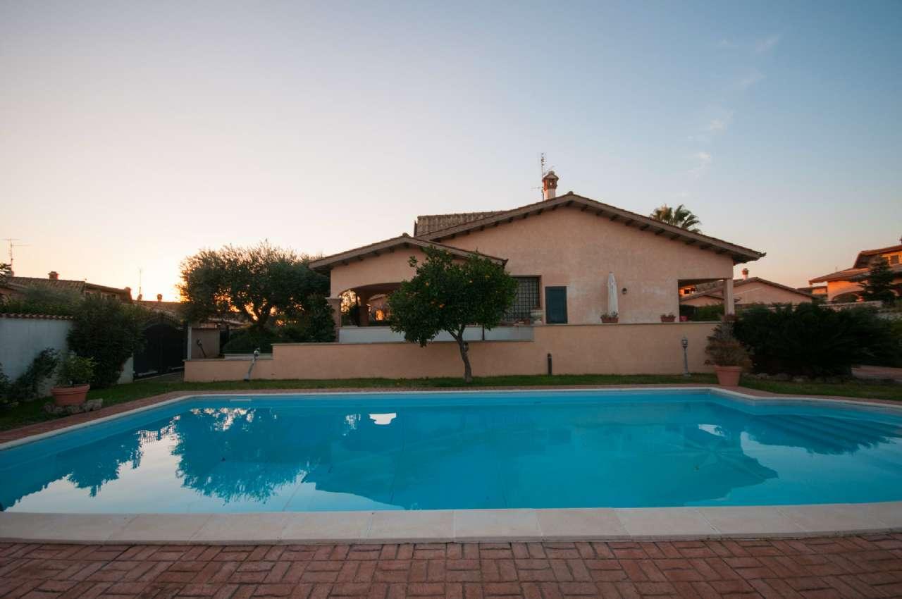 Villa in vendita a Pomezia, 5 locali, prezzo € 485.000 | Cambio Casa.it