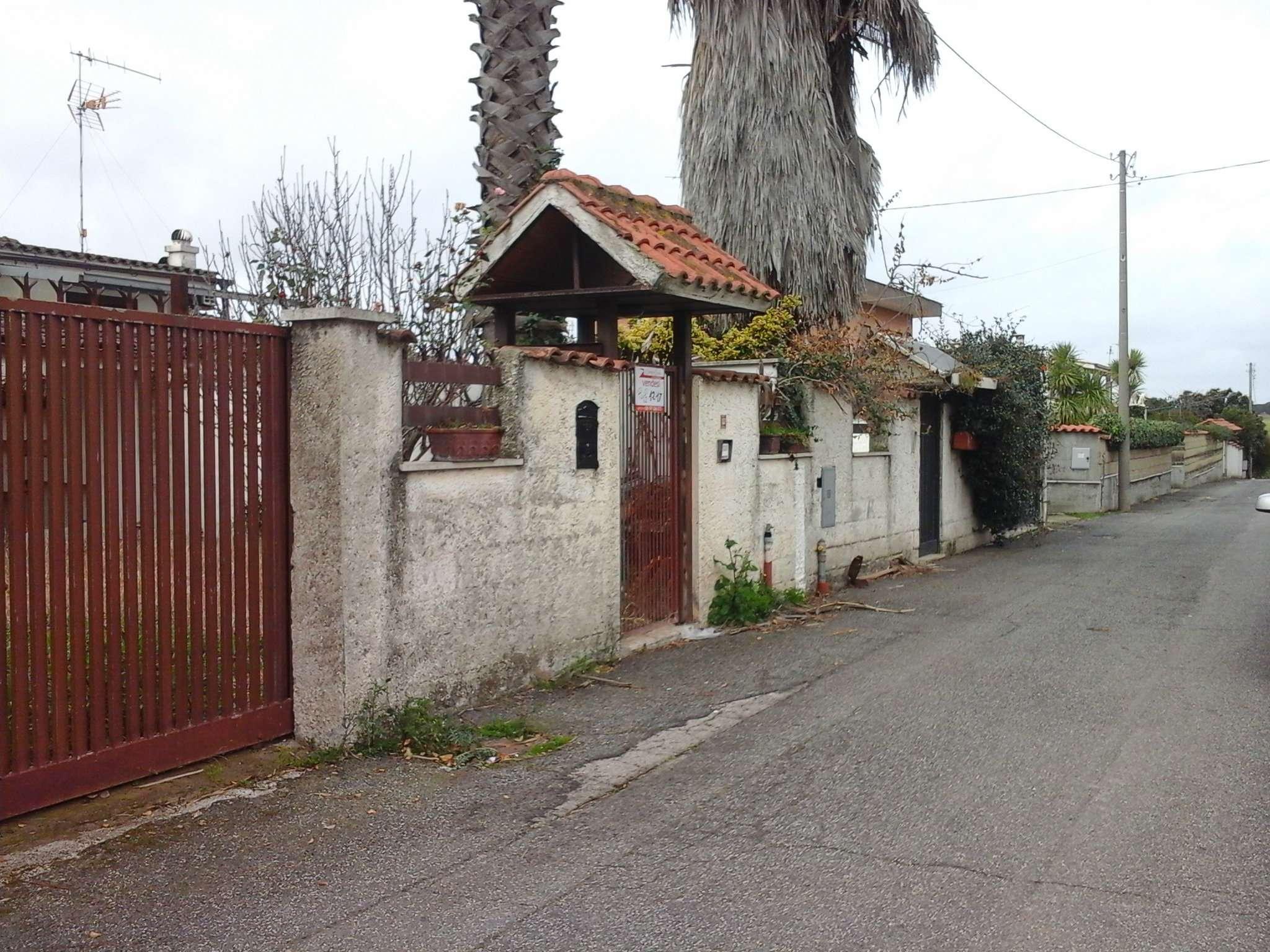 Villa in vendita a Pomezia, 4 locali, prezzo € 190.000 | Cambio Casa.it