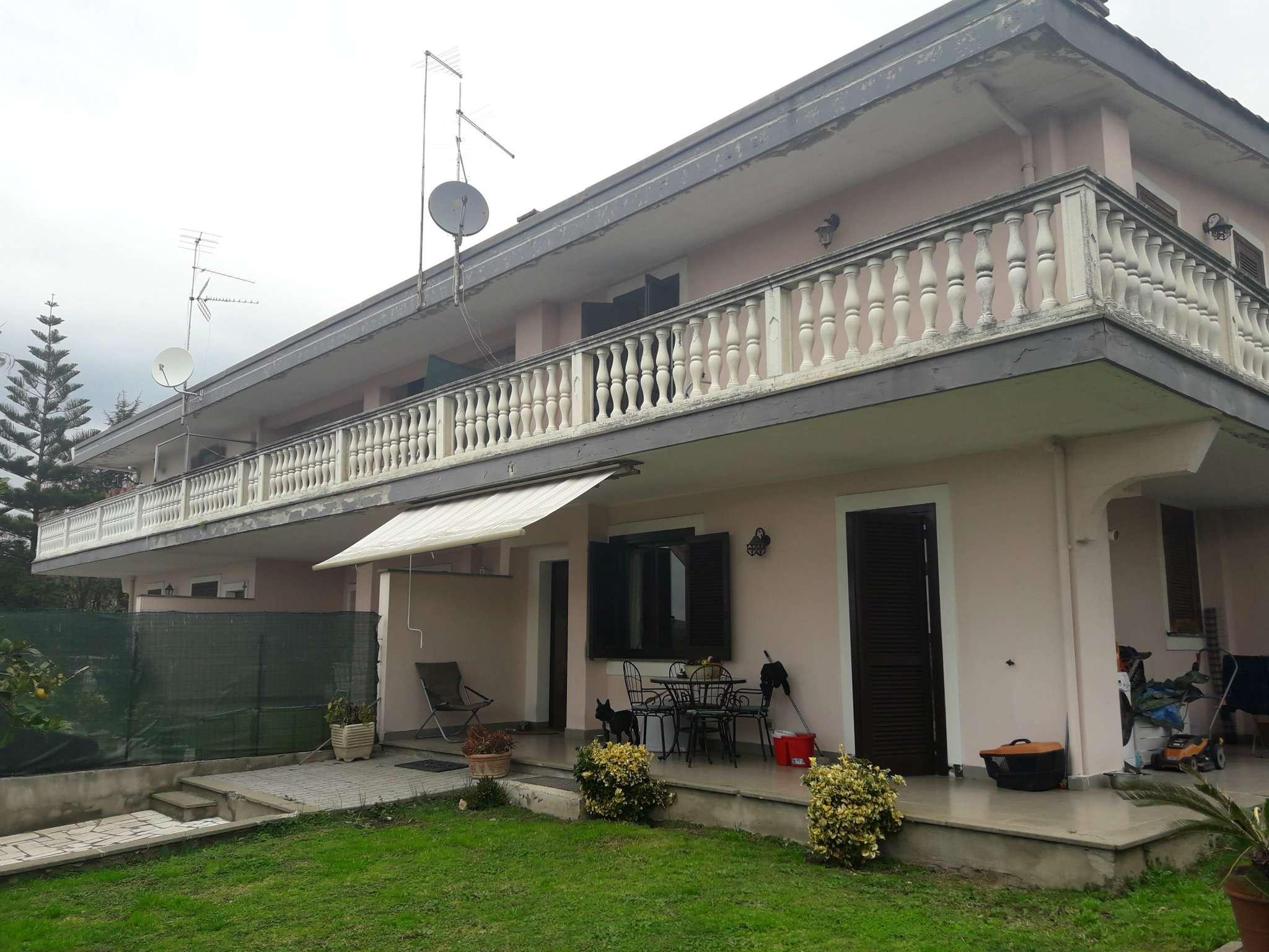 Villa in vendita a Pomezia, 3 locali, prezzo € 205.000 | Cambio Casa.it