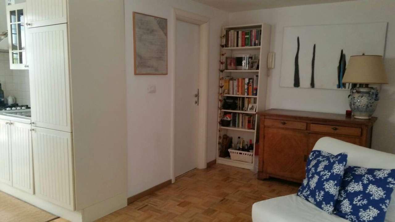 Villa in vendita a Pomezia, 3 locali, prezzo € 140.000 | Cambio Casa.it