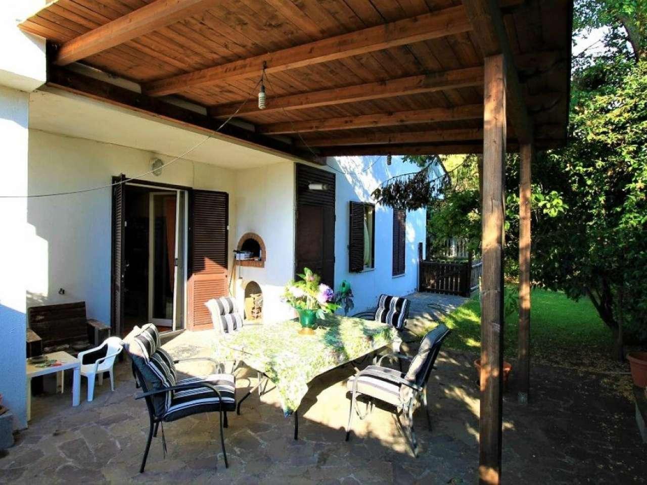 Villa in vendita a Pomezia, 5 locali, prezzo € 265.000 | CambioCasa.it