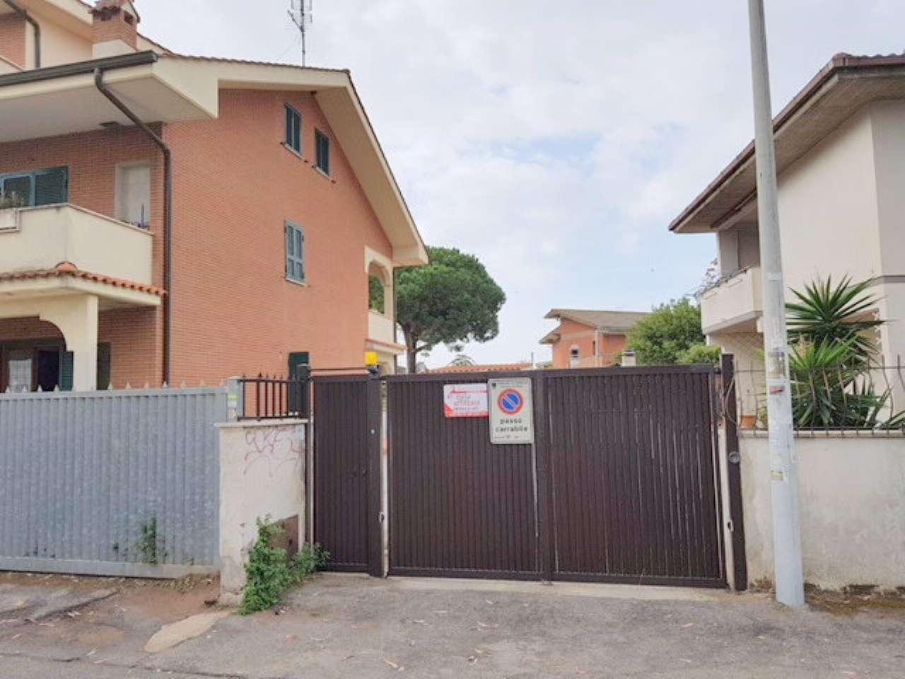 Magazzino in affitto a Pomezia, 1 locali, prezzo € 300 | CambioCasa.it