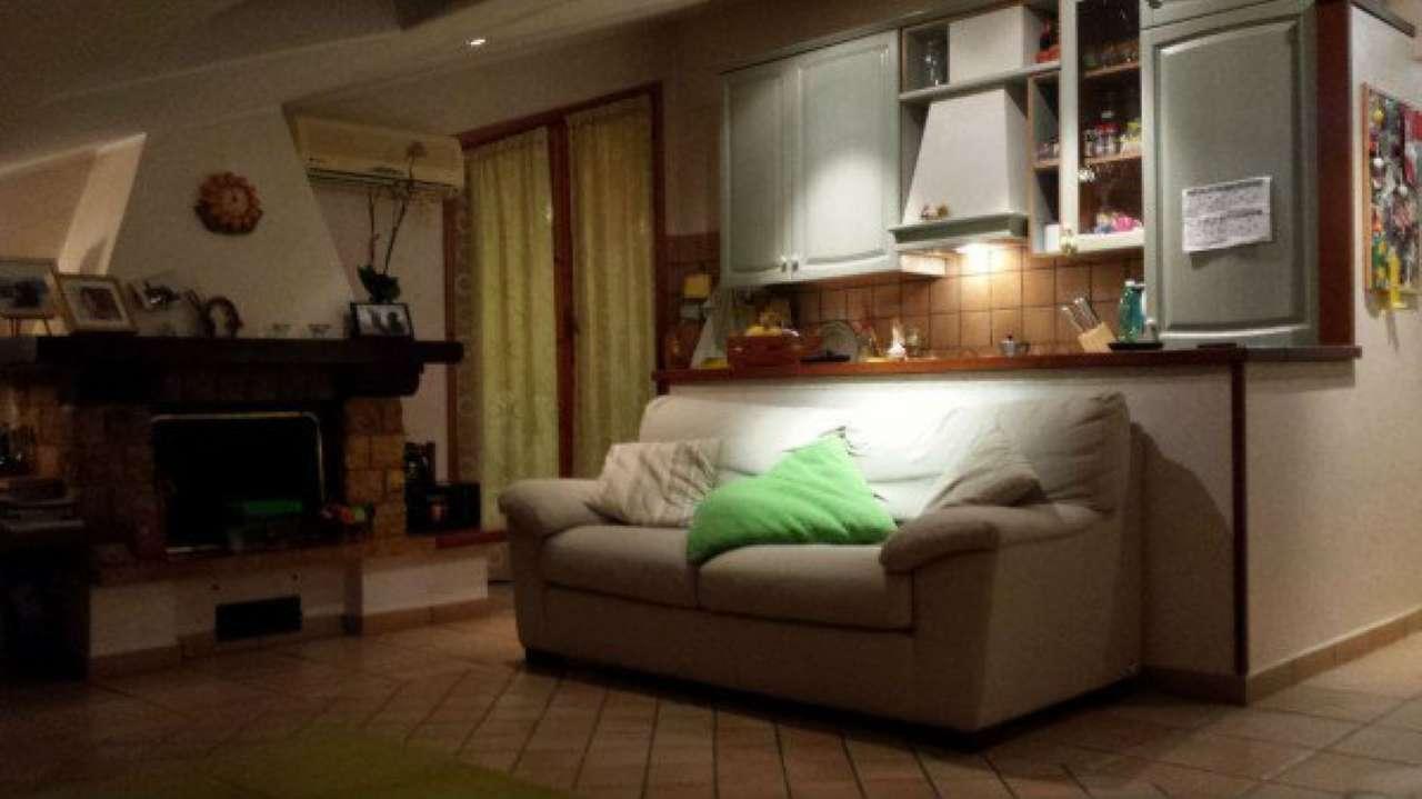 Appartamento in affitto a Pomezia, 2 locali, prezzo € 550 | CambioCasa.it