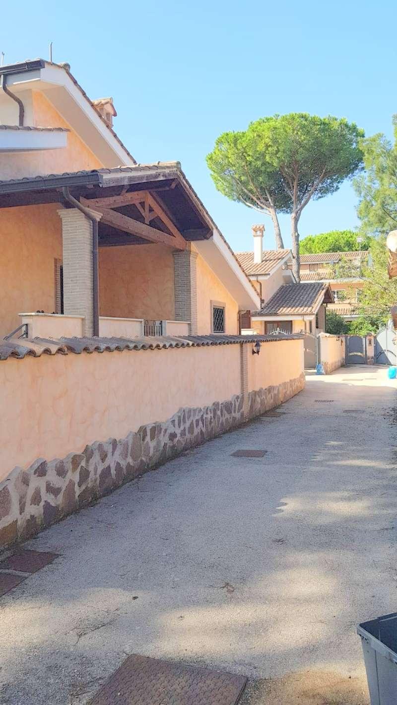 Villa Bifamiliare in vendita 4 vani 180 mq.  via Valle Aurina Roma