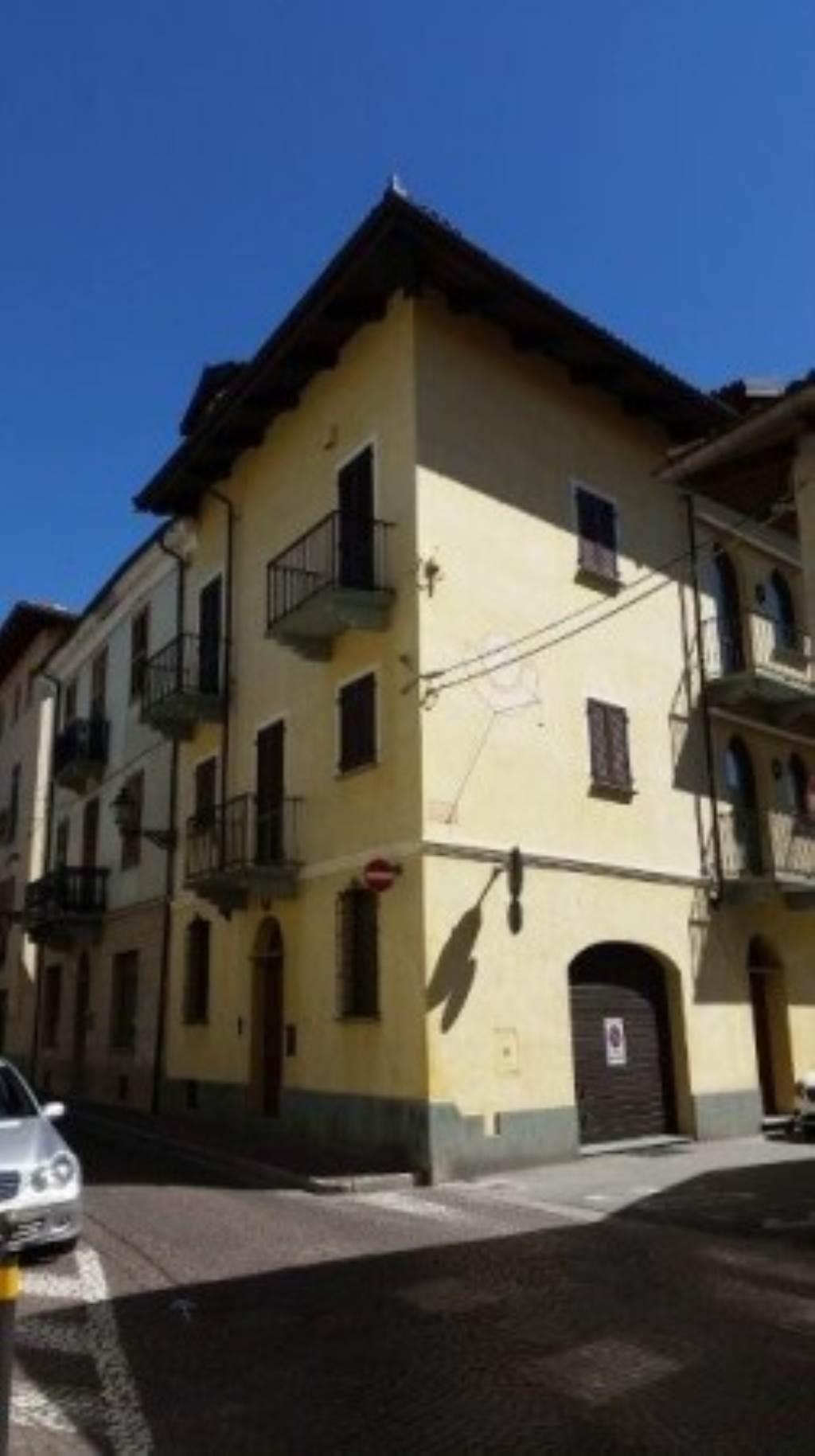 Palazzo / Stabile in vendita a Busca, 5 locali, Trattative riservate   Cambio Casa.it