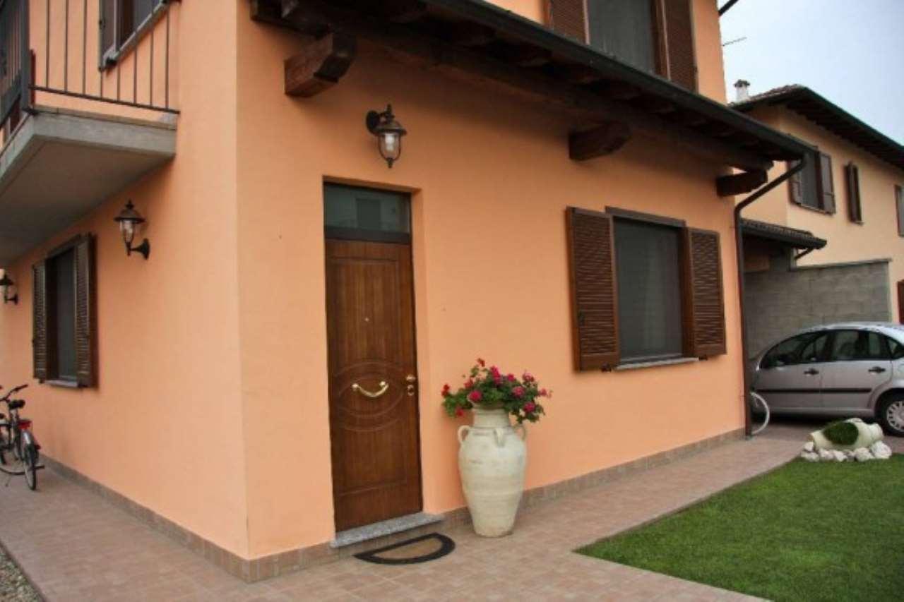 Villa in vendita a Zerbolò, 5 locali, prezzo € 198.000 | Cambio Casa.it
