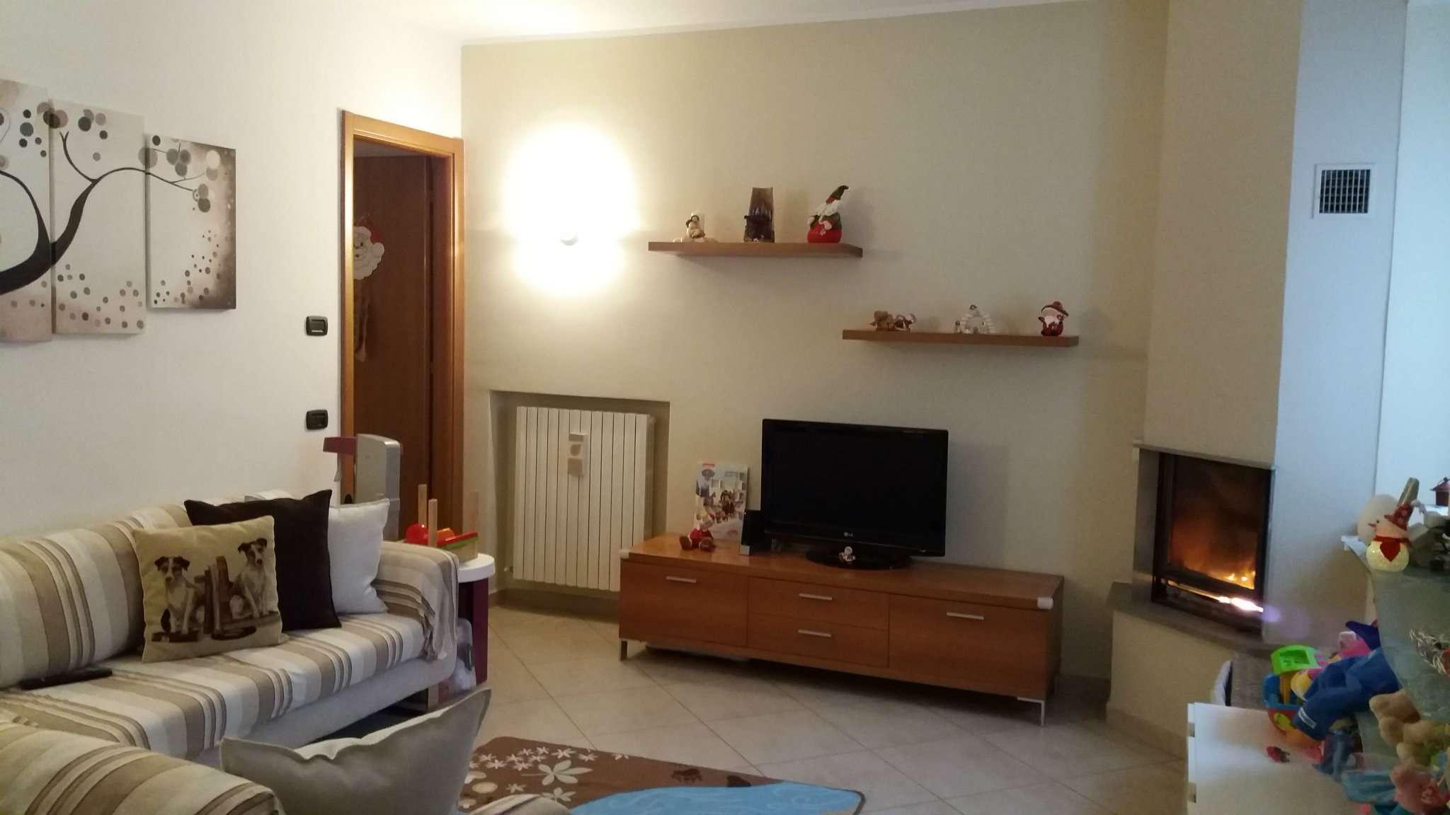 Soluzione Indipendente in vendita a San Colombano al Lambro, 4 locali, prezzo € 205.000 | Cambio Casa.it