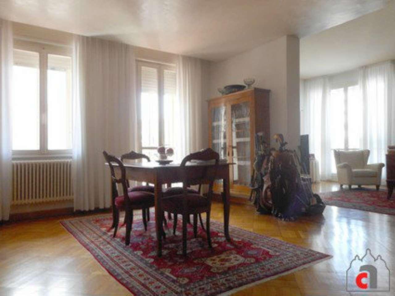 Appartamento in vendita a Padova, 6 locali, zona Zona: 1 . Centro, prezzo € 370.000 | CambioCasa.it