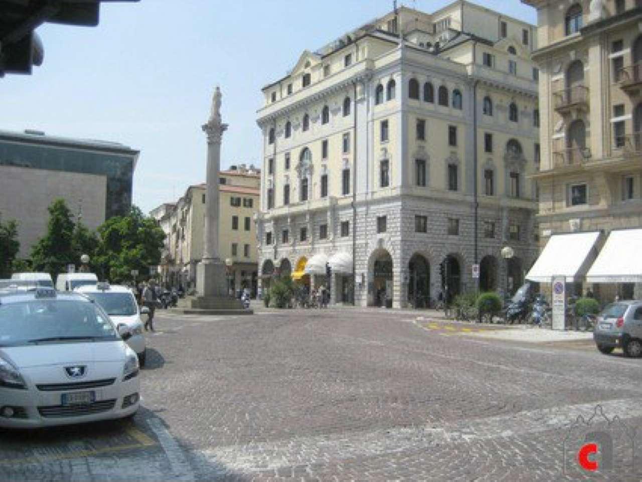Appartamento in vendita a Padova, 4 locali, zona Zona: 1 . Centro, prezzo € 325.000 | CambioCasa.it