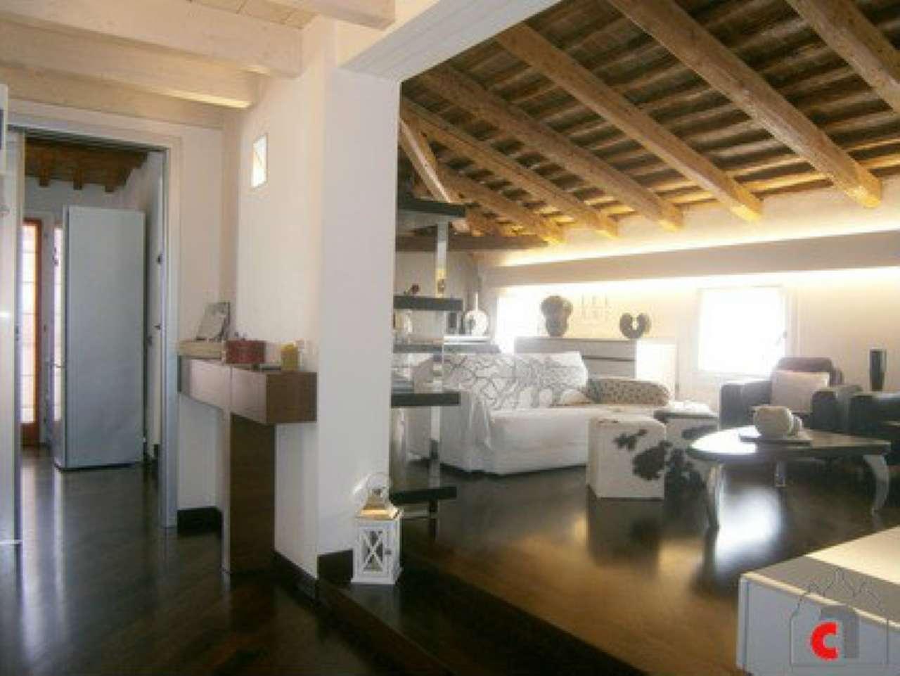 Appartamento in vendita a Padova, 5 locali, zona Zona: 1 . Centro, prezzo € 620.000 | Cambio Casa.it