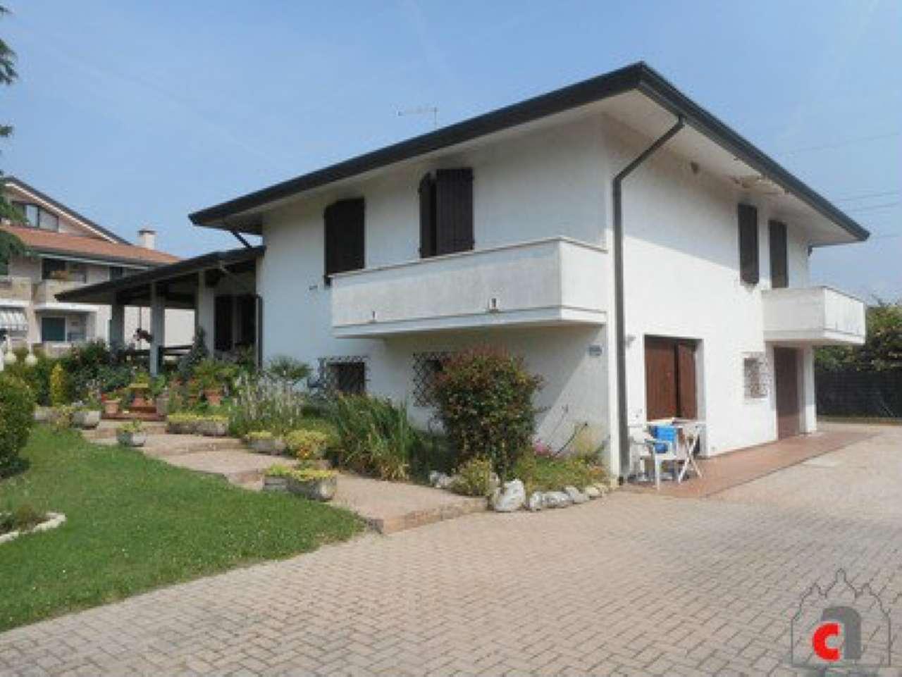 Soluzione Indipendente in vendita a Padova, 8 locali, zona Zona: 4 . Sud-Est (S.Croce-S. Osvaldo, Bassanello-Voltabarozzo), prezzo € 385.000 | CambioCasa.it