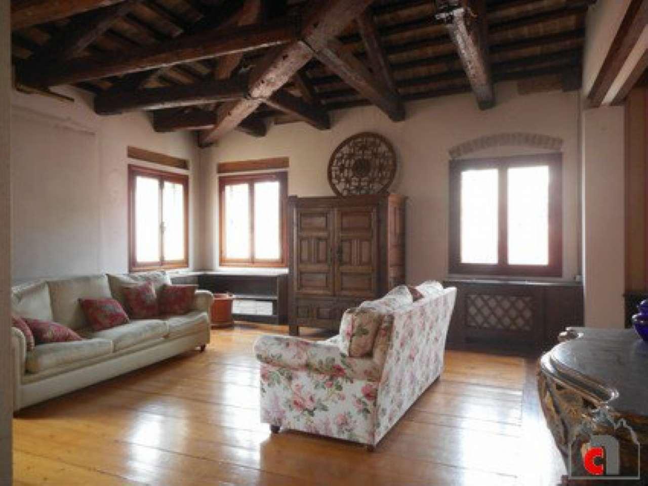 Appartamento in vendita a Padova, 9 locali, zona Zona: 1 . Centro, prezzo € 1.000.000 | Cambio Casa.it