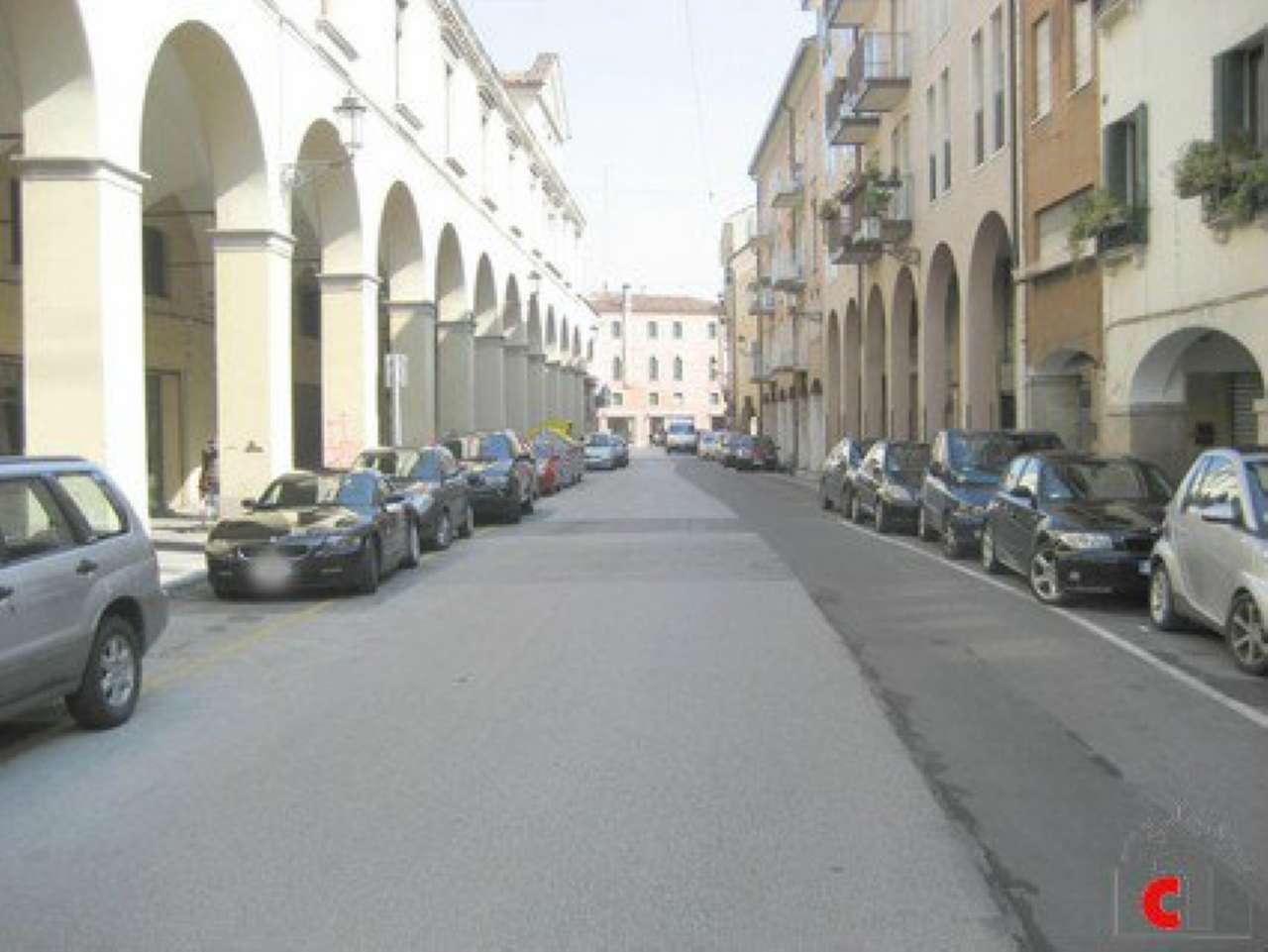 Palazzo / Stabile in vendita a Padova, 8 locali, zona Zona: 1 . Centro, prezzo € 470.000 | CambioCasa.it