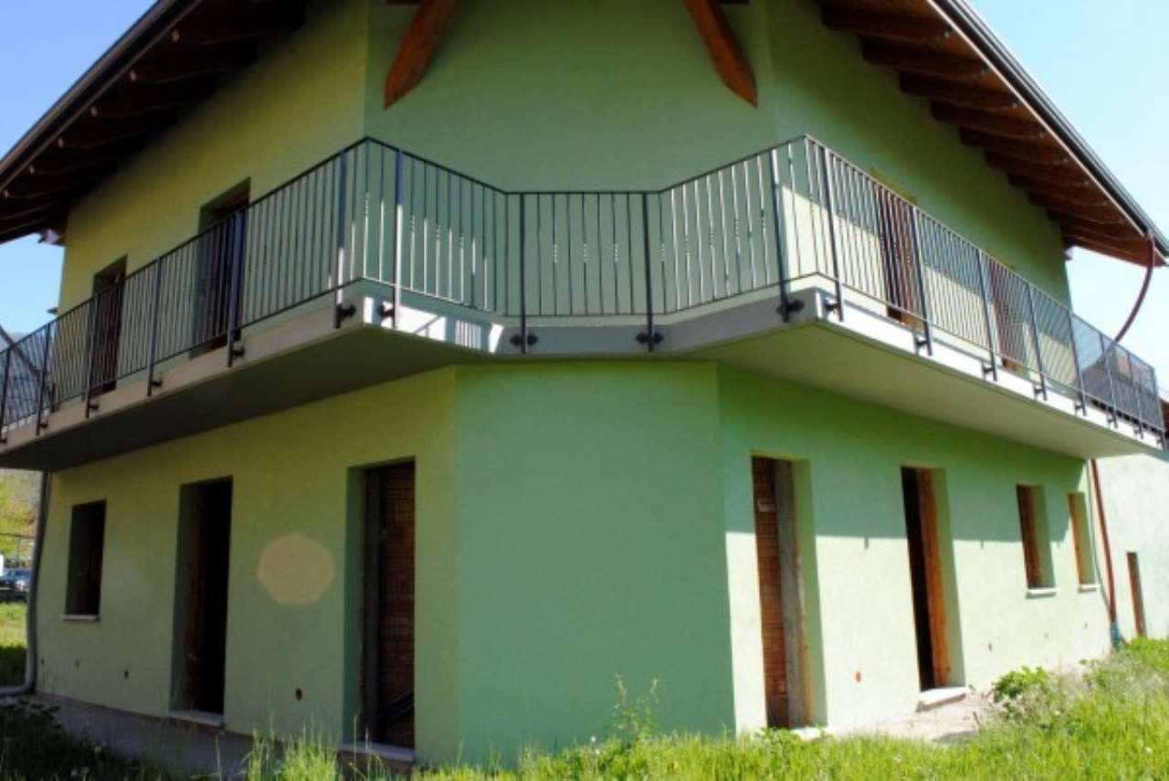 Foto 1 di Villa a Schiera via Umberto I°, Villar Focchiardo