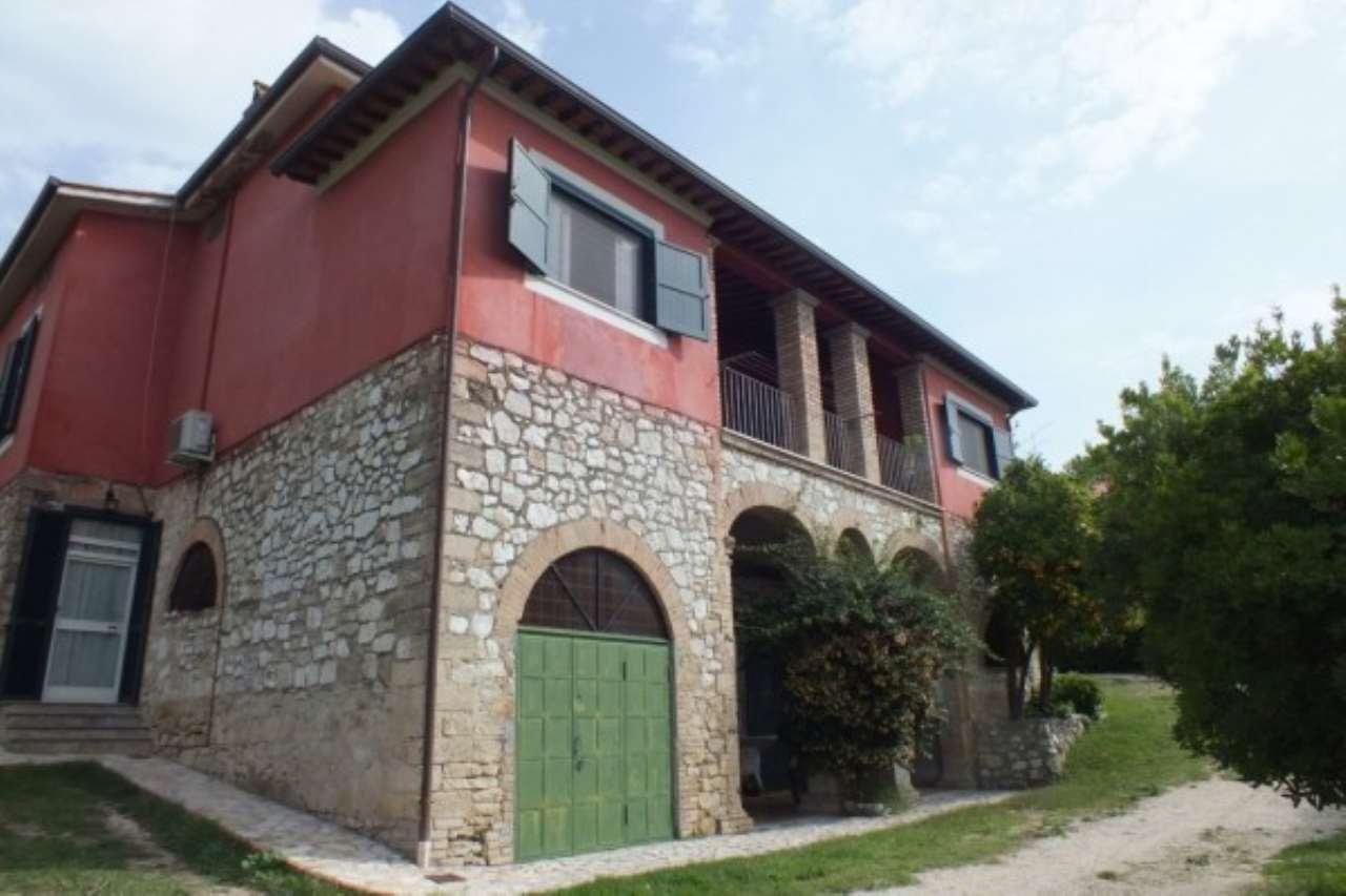 Villa in vendita a Poggio Mirteto, 6 locali, prezzo € 460.000   Cambio Casa.it