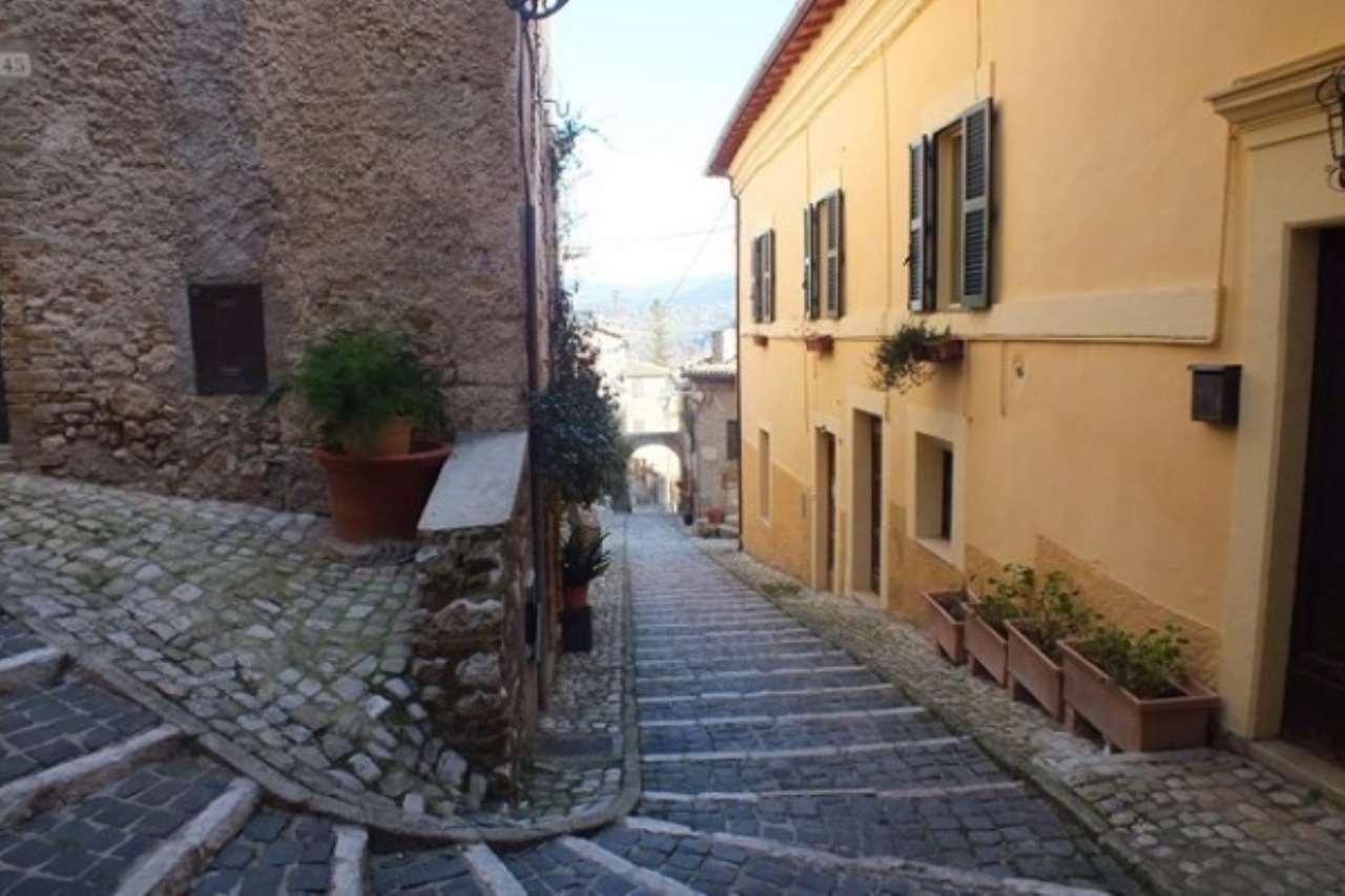 Appartamento in vendita a Casperia, 5 locali, prezzo € 130.000 | Cambio Casa.it