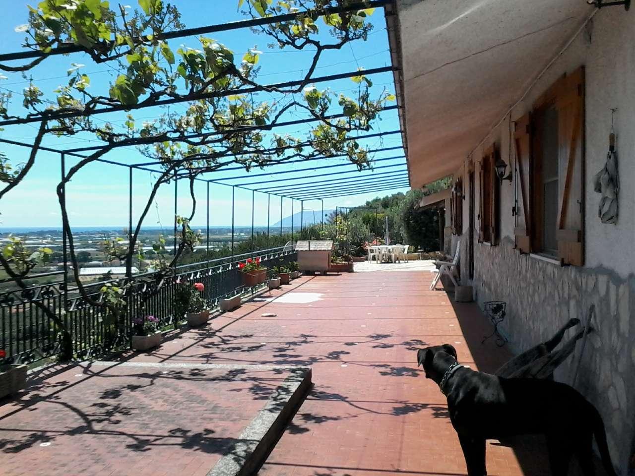 Villa in vendita a Terracina, 2 locali, prezzo € 650.000   Cambio Casa.it