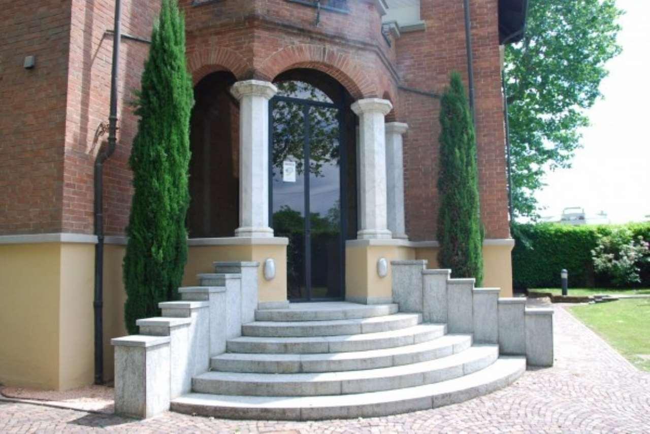 Villa in vendita a Pinerolo, 6 locali, prezzo € 950.000 | Cambio Casa.it