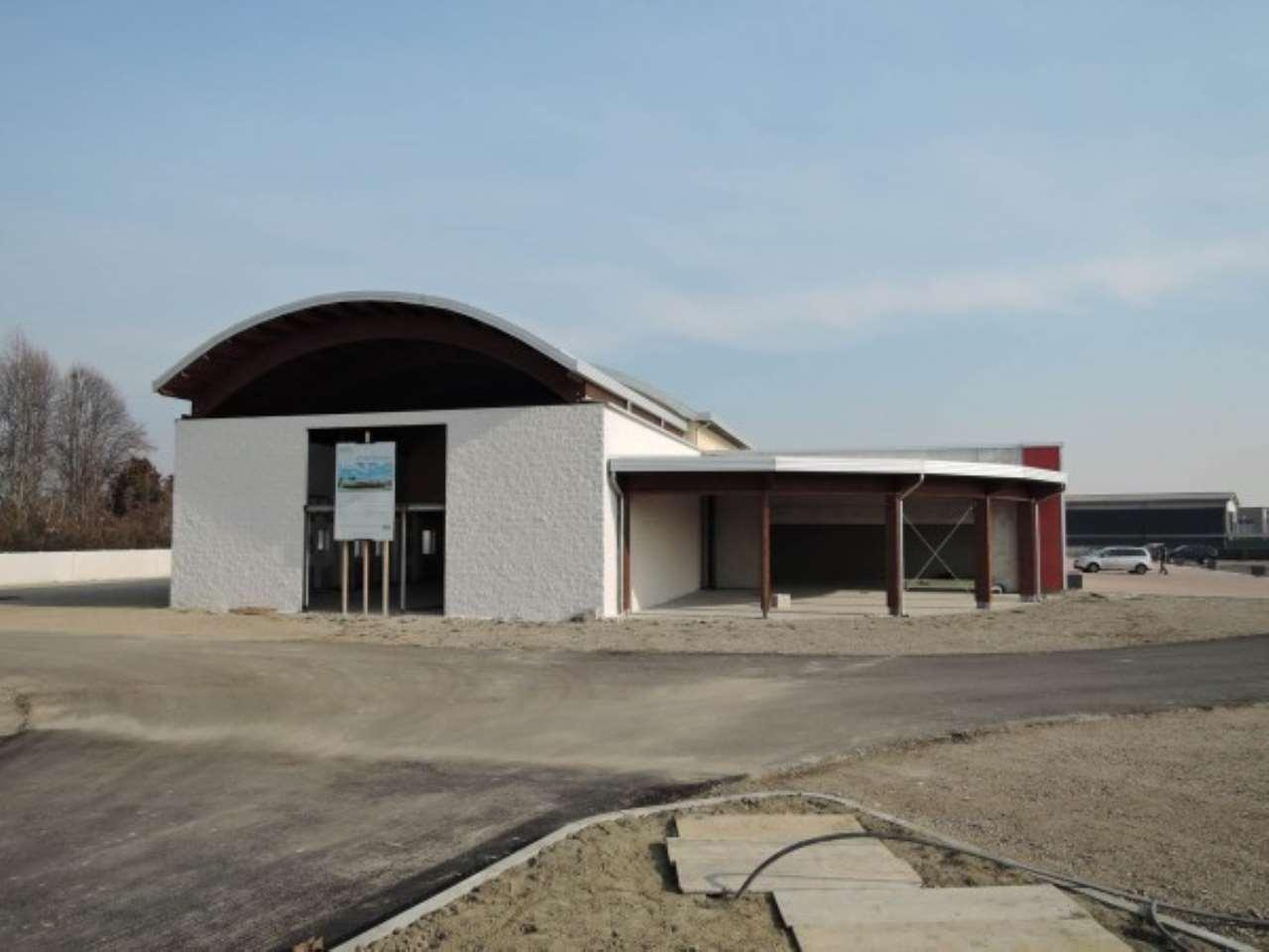Magazzino in Affitto a Pinerolo: 1 locali, 100 mq