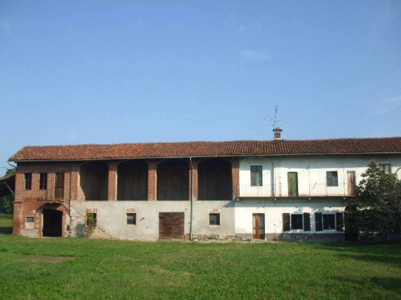 Rustico in Vendita a Pinerolo: 5 locali, 500 mq