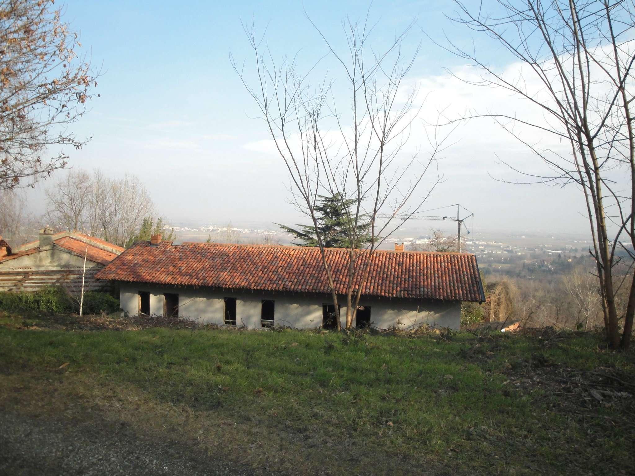 Rustico in Vendita a Pinerolo: 4 locali, 550 mq