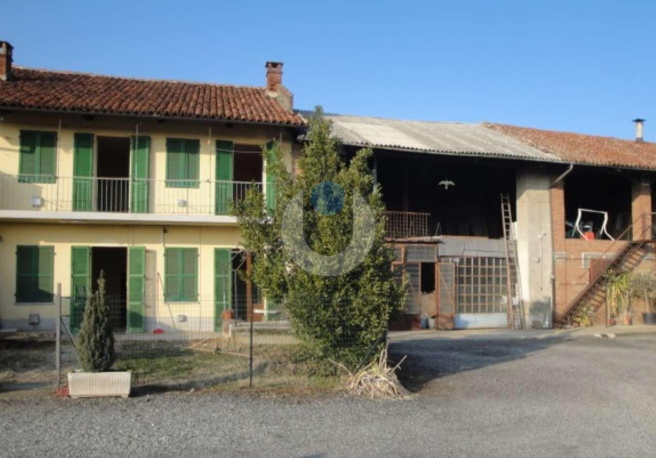 Casa indipendente in Vendita a Pinerolo: 5 locali, 200 mq