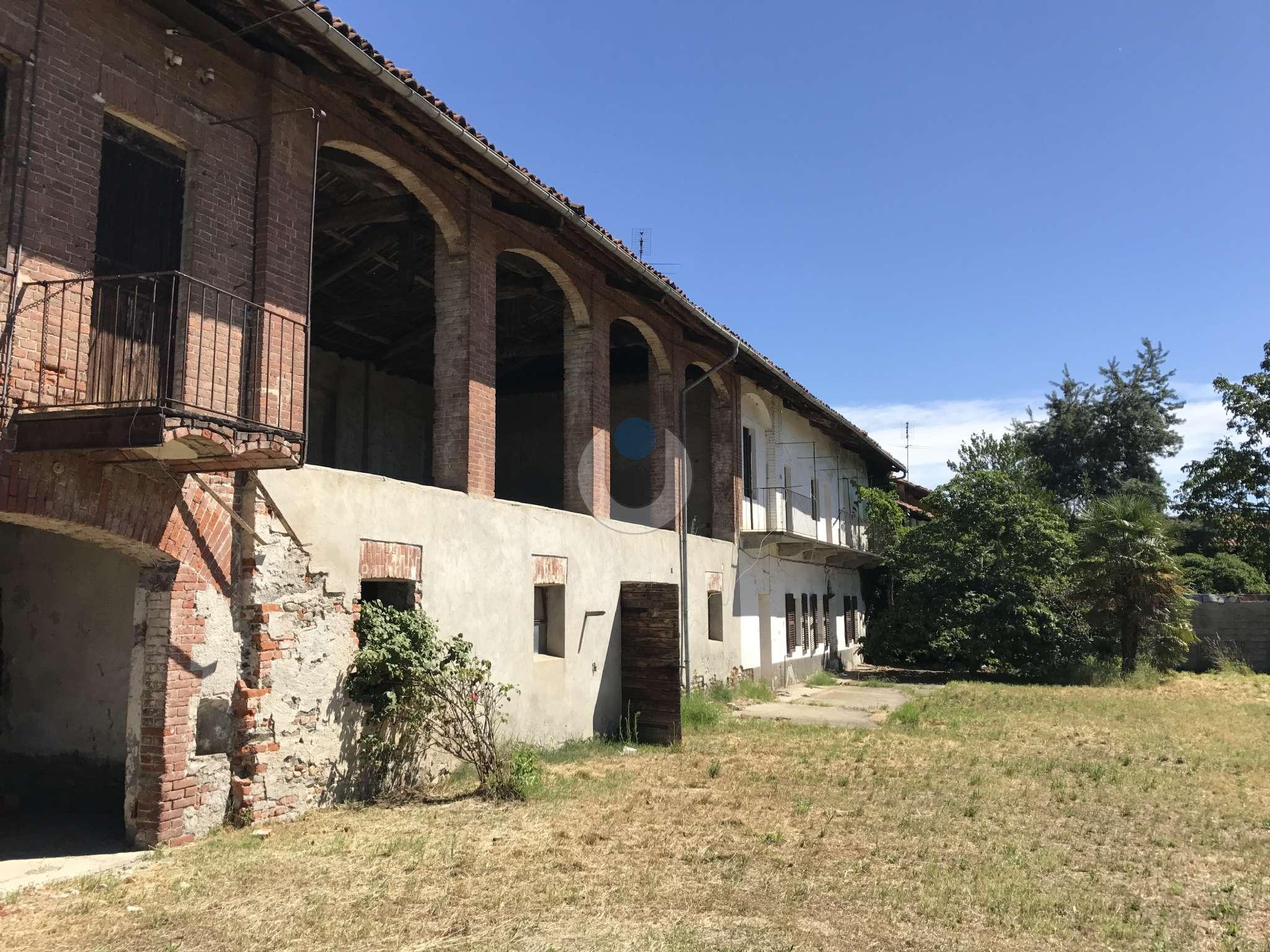 Rustico in Vendita a Pinerolo: 5 locali, 226 mq