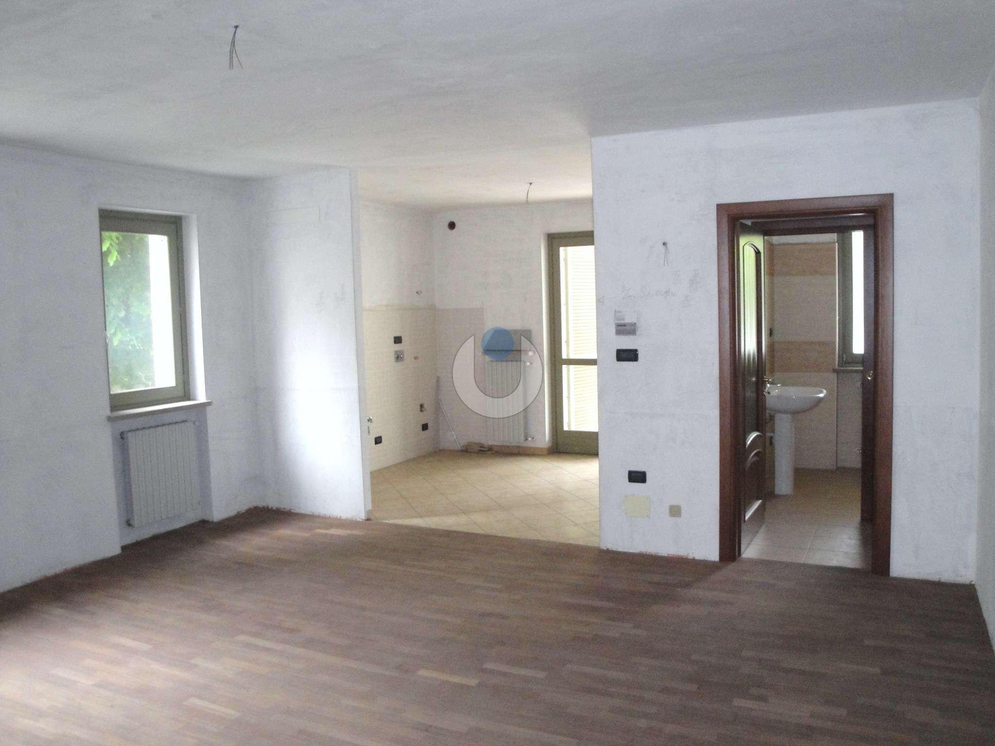 Appartamento in Vendita a Pinerolo: 4 locali, 112 mq