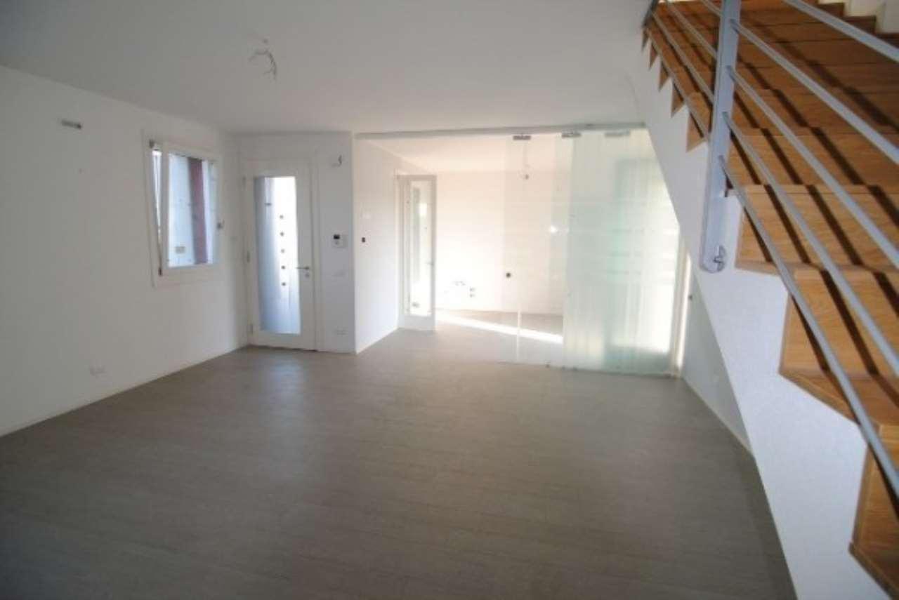Villa in vendita a Dolo, 5 locali, prezzo € 255.000 | CambioCasa.it