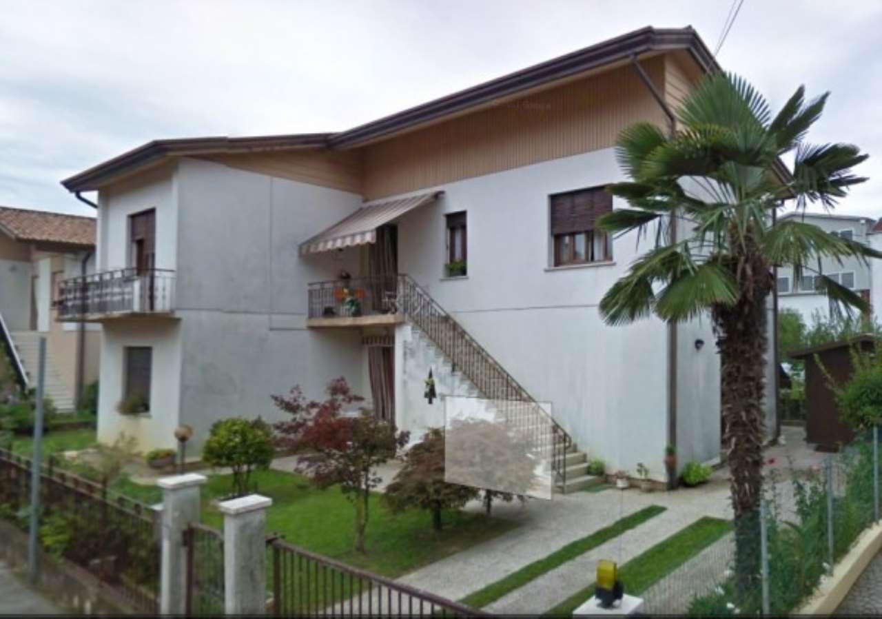 Villa in vendita a Noale, 6 locali, prezzo € 210.000 | CambioCasa.it