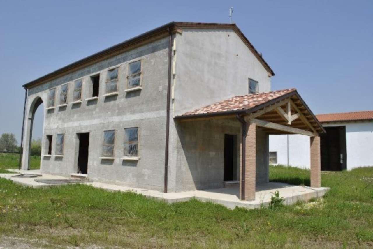 Rustico / Casale in vendita a Mirano, 6 locali, Trattative riservate | CambioCasa.it