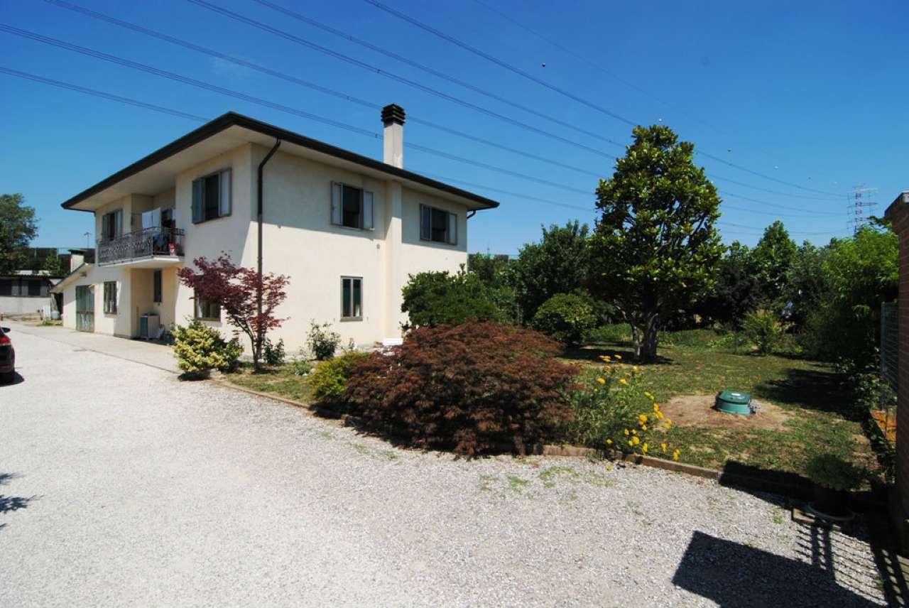 Soluzione Indipendente in vendita a Mirano, 10 locali, prezzo € 298.000   CambioCasa.it