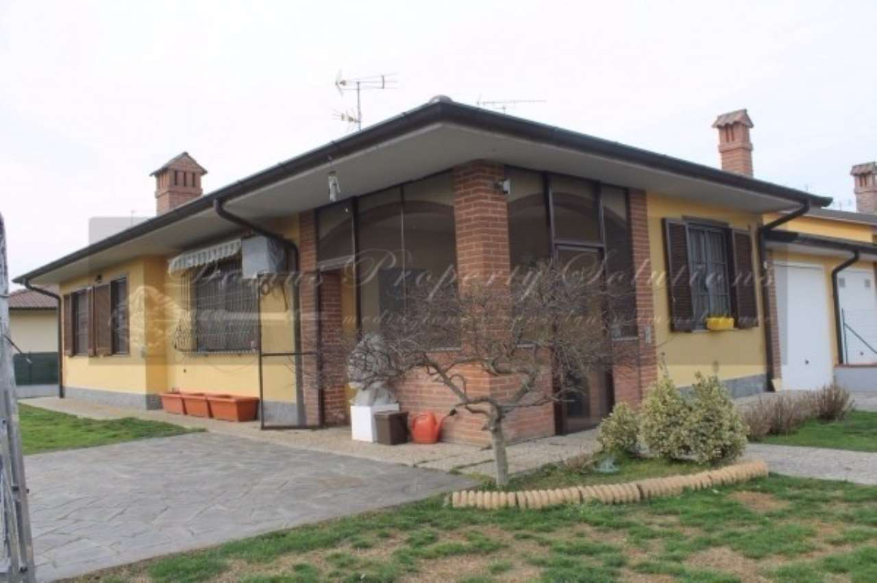 Villa in Vendita a Vellezzo Bellini
