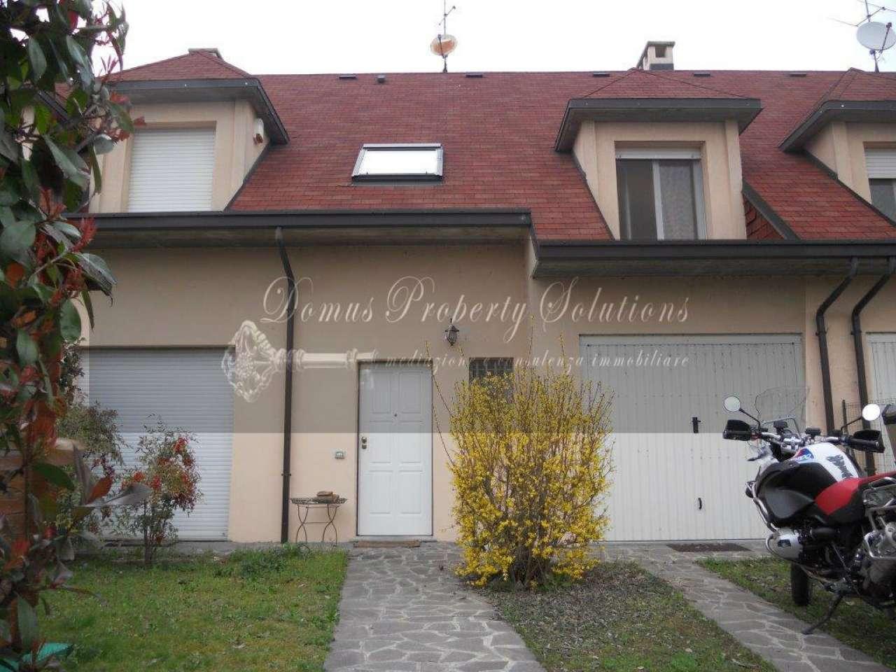 Villa Bifamiliare in vendita a Dorno, 8 locali, prezzo € 215.000 | CambioCasa.it