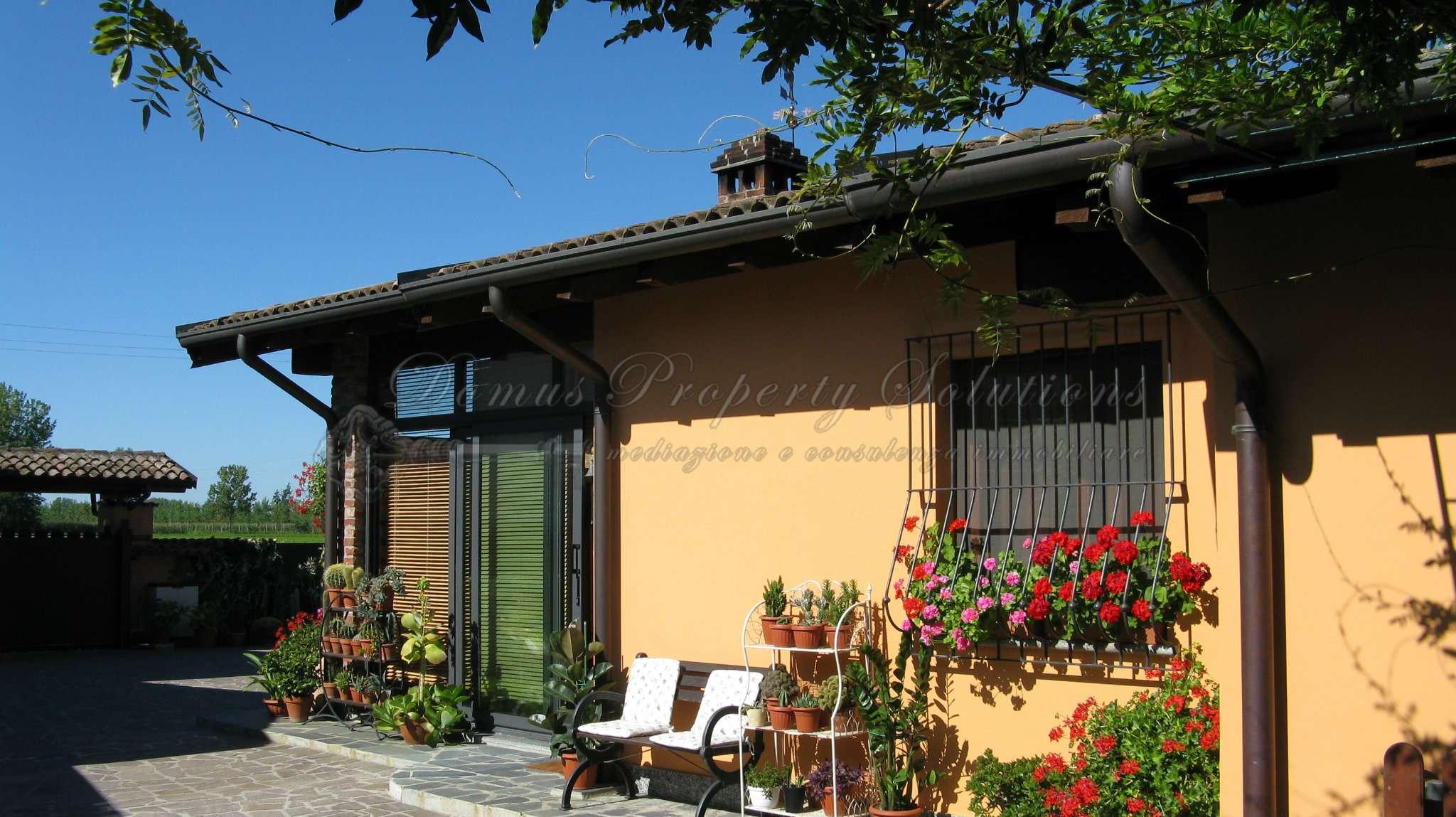 Villa in vendita a Alagna, 4 locali, prezzo € 350.000   CambioCasa.it