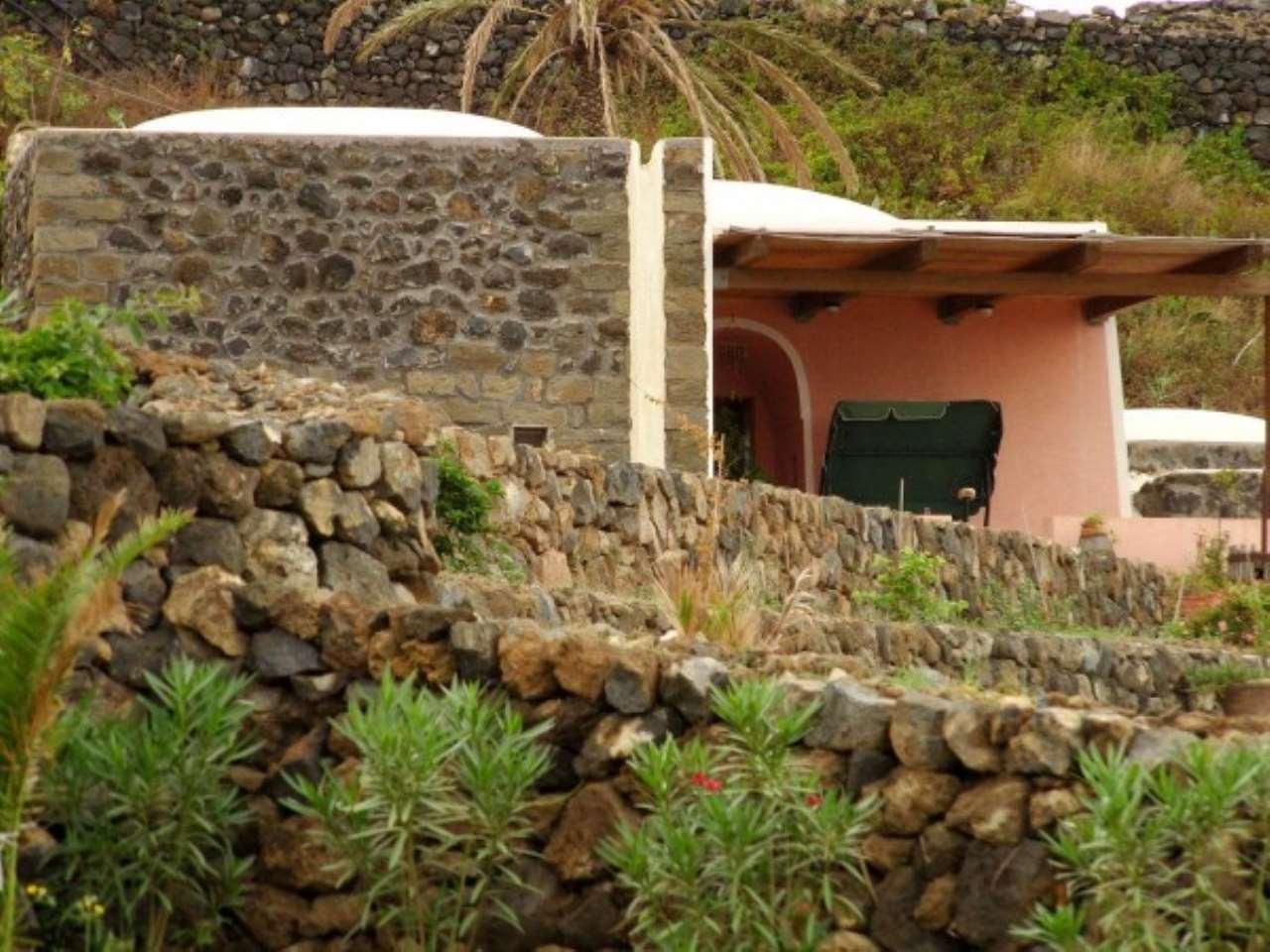 Rustico in Vendita a Pantelleria: 5 locali, 130 mq