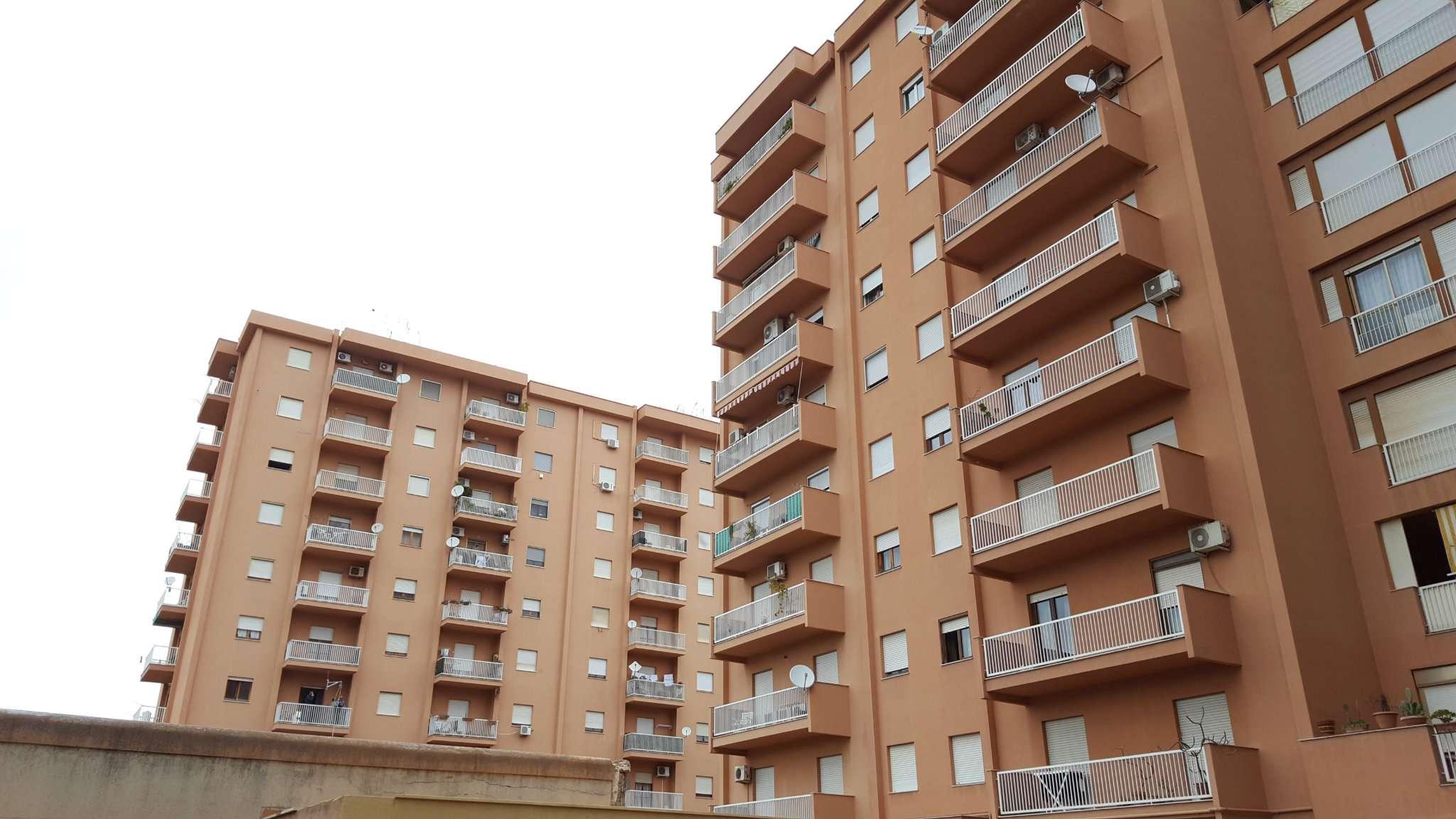 Appartamento in Vendita a Palermo Periferia: 4 locali, 100 mq