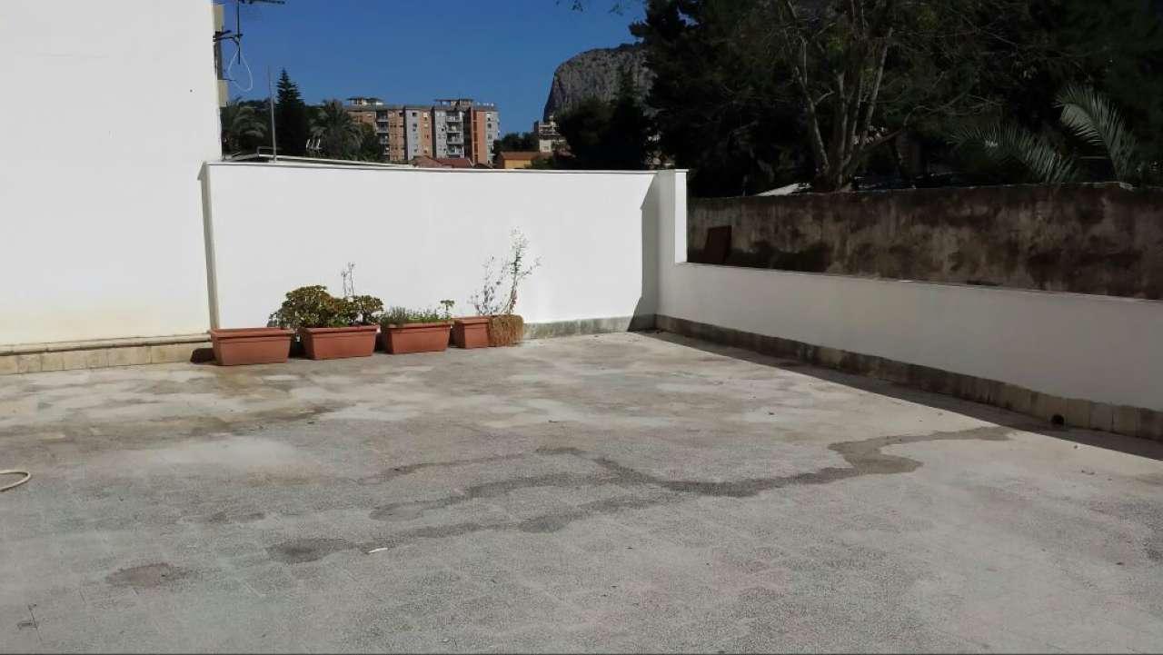 Appartamento in Affitto a Palermo Periferia: 5 locali, 160 mq