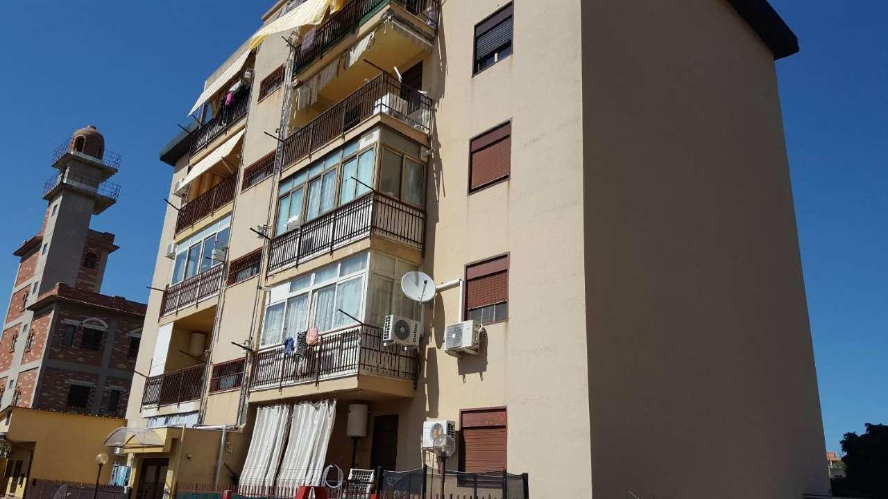 Appartamento in Vendita a Palermo Periferia: 4 locali, 120 mq