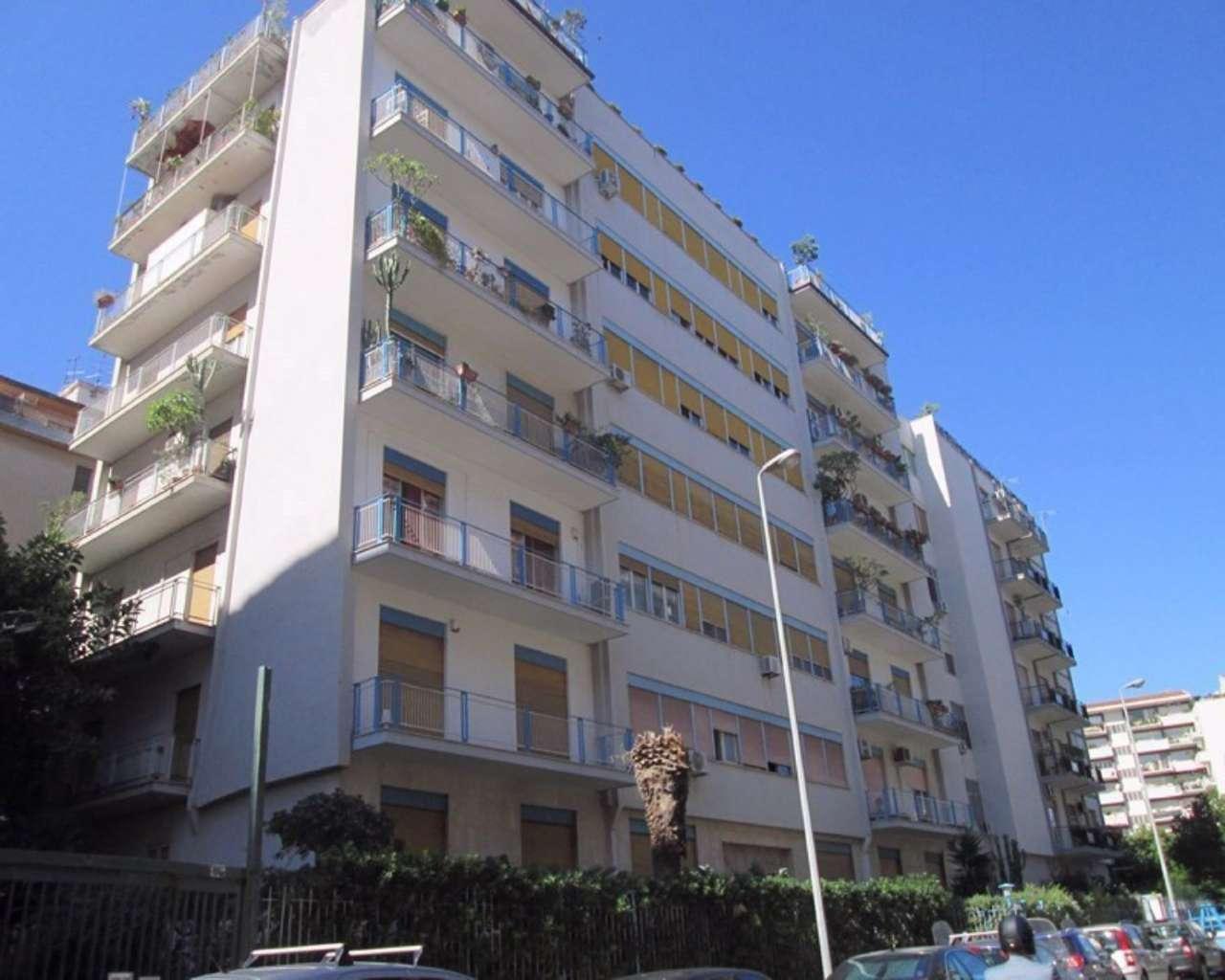 Appartamento in Vendita a Palermo Centro:  3 locali, 105 mq  - Foto 1
