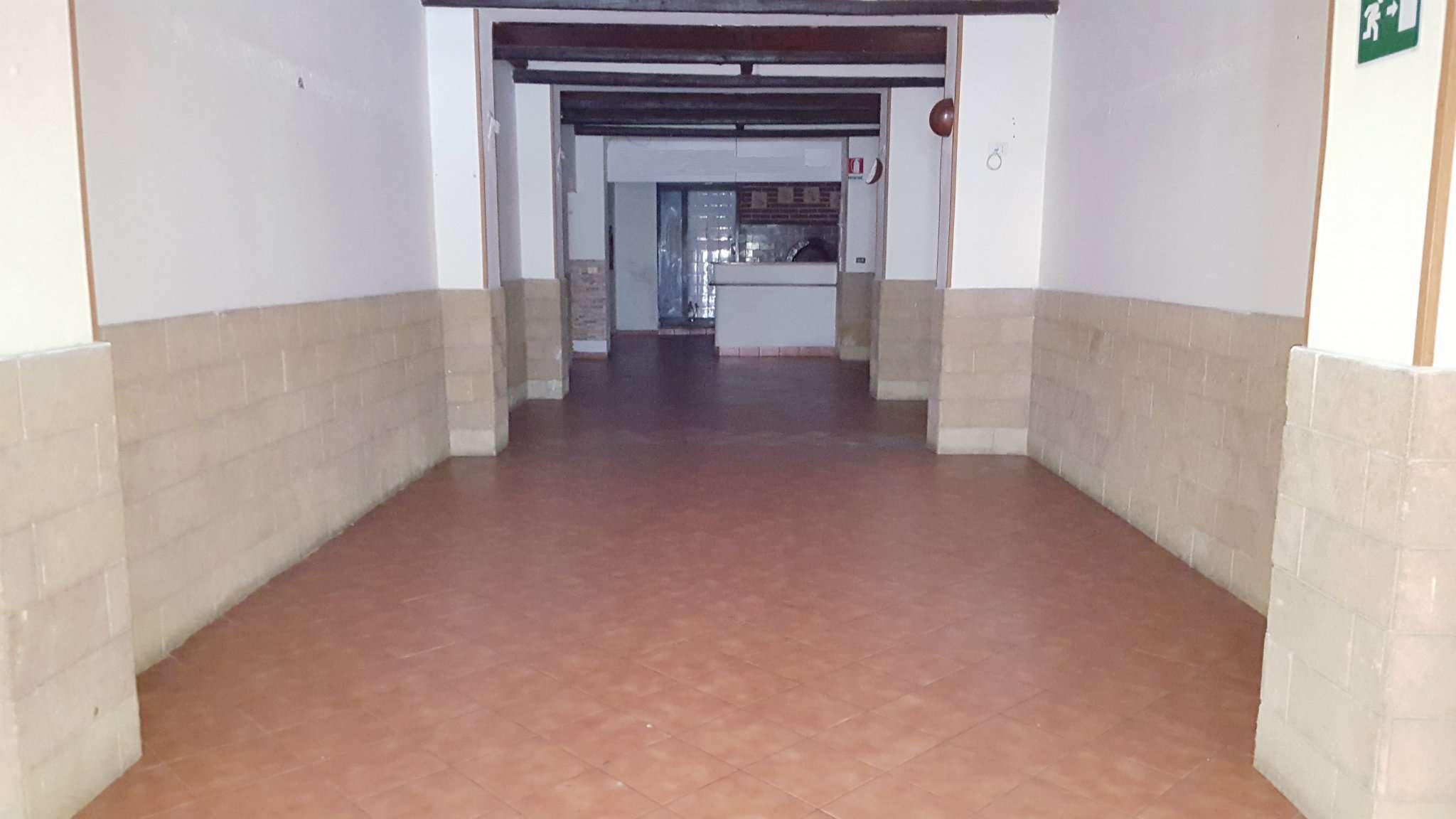 Negozio-locale in Affitto a Palermo Centro: 170 mq