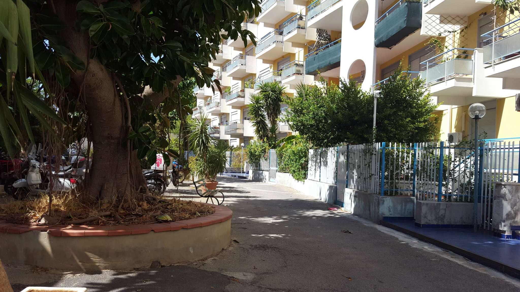 Appartamento in vendita a palermo via montepellegrino for Appartamento arredato palermo