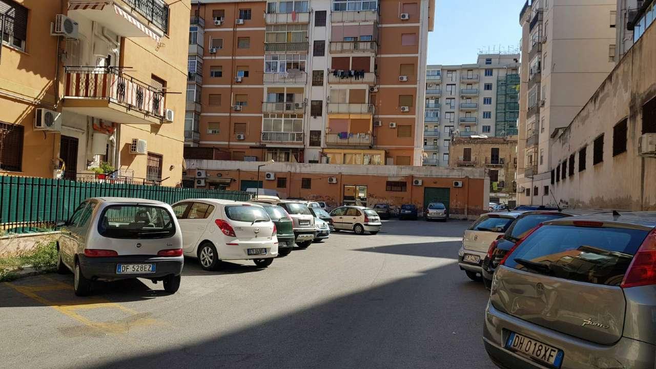 Appartamento in Vendita a Palermo Periferia: 5 locali, 170 mq
