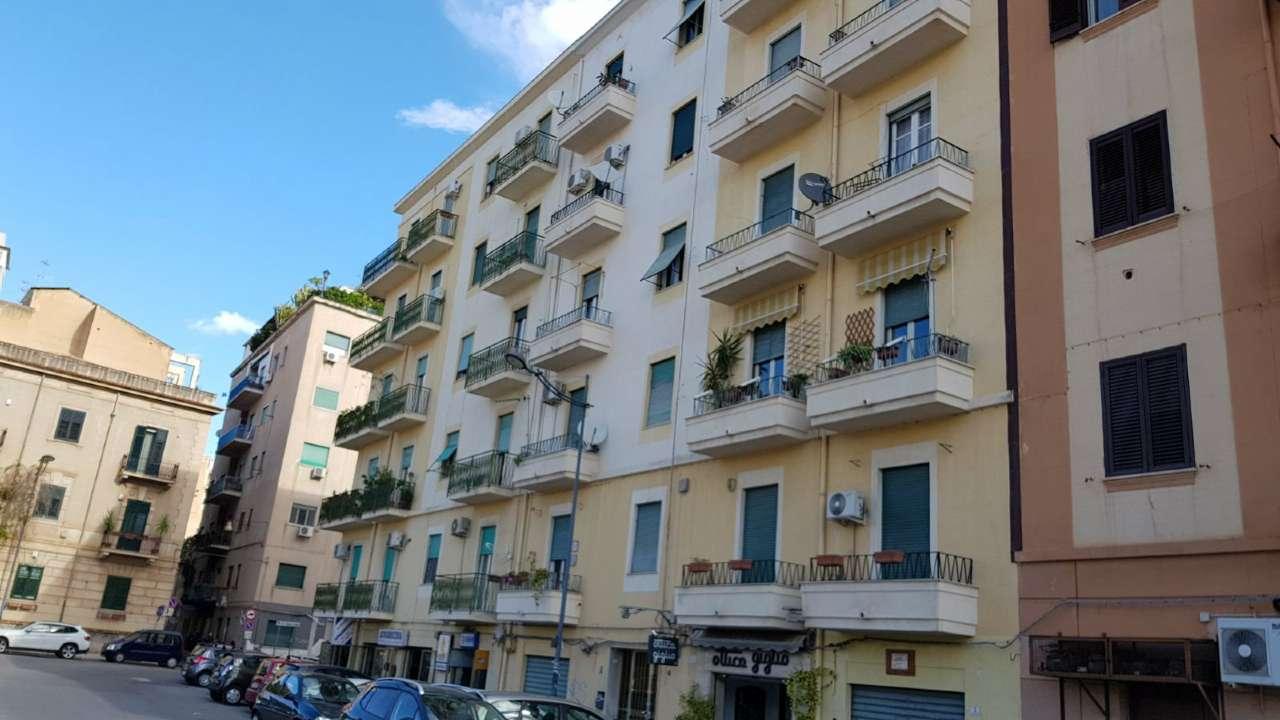 Appartamento in Vendita a Palermo Centro: 4 locali, 125 mq