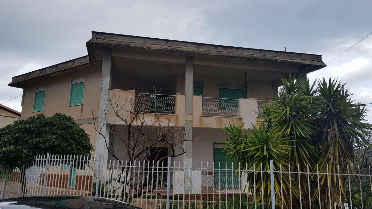 Villa in Vendita a Carini Periferia: 5 locali, 250 mq