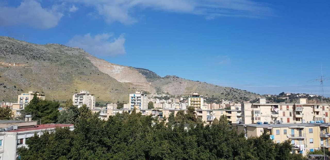 Appartamento in Vendita a Palermo Periferia: 3 locali, 90 mq