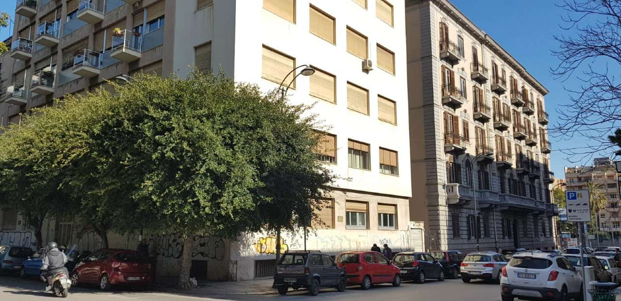 Magazzino in Vendita a Palermo Centro: 1 locali, 310 mq
