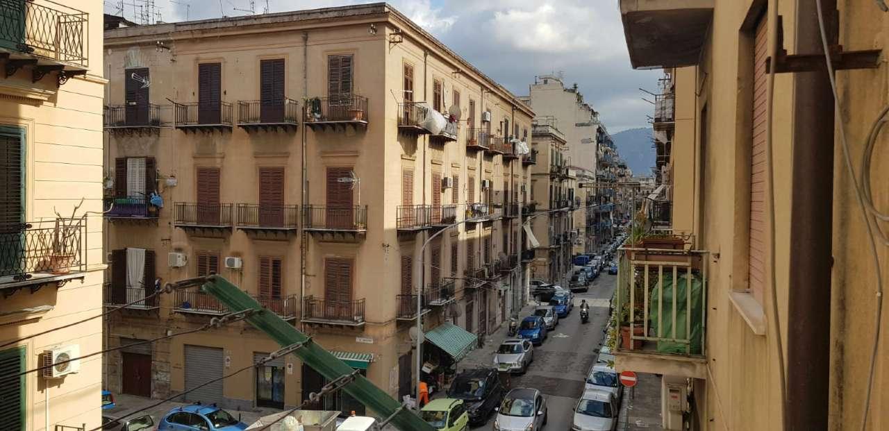Appartamento in Vendita a Palermo Centro: 4 locali, 85 mq