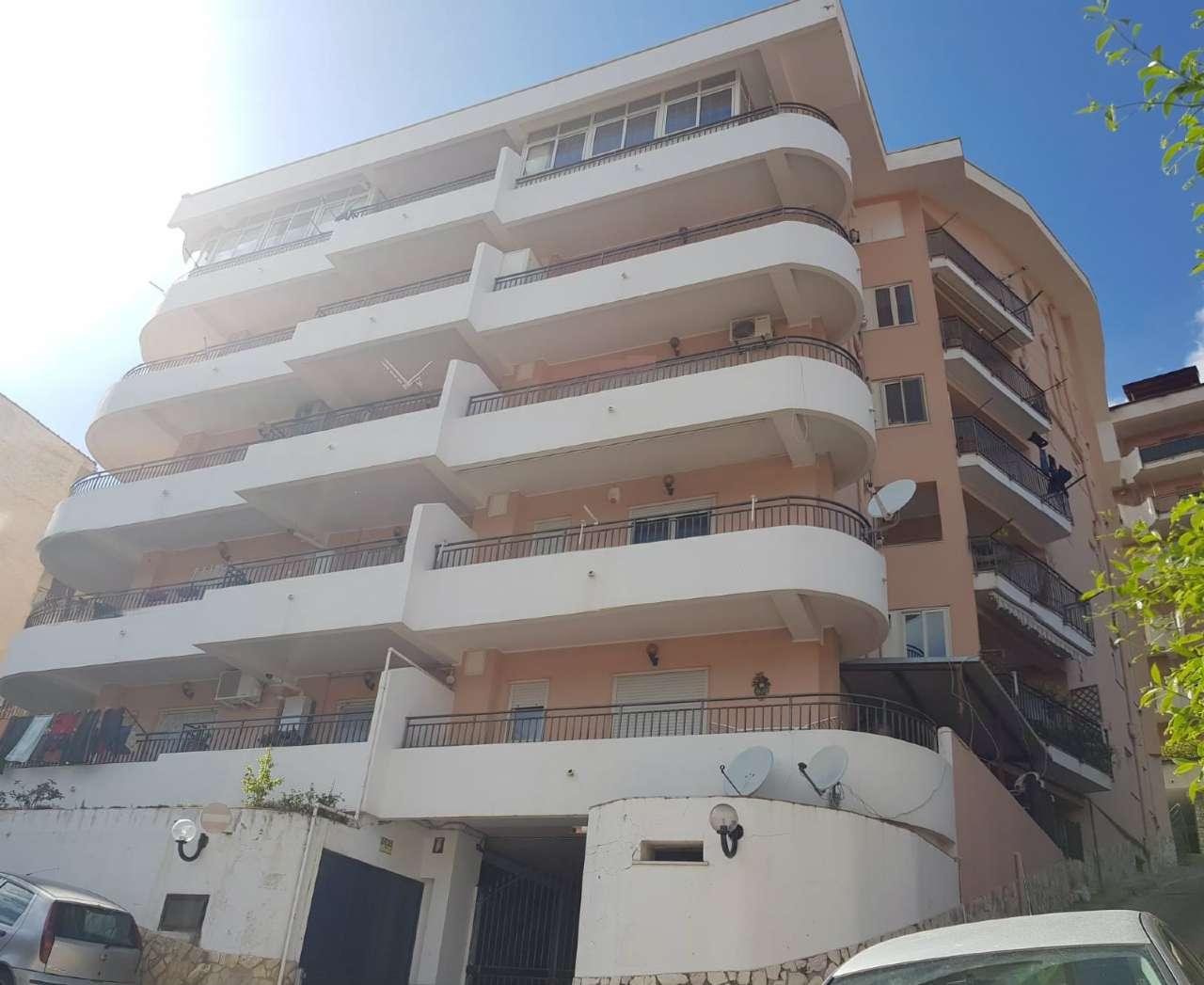 Appartamento in Vendita a Monreale Periferia: 4 locali, 115 mq